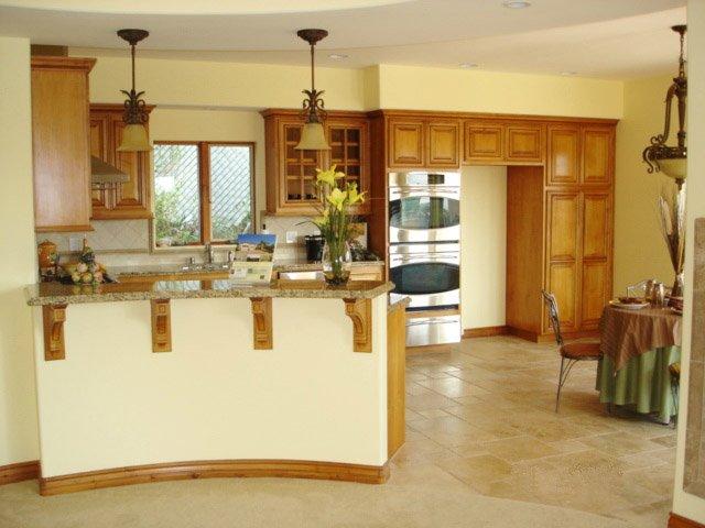 Traditional Oak Cabinetry & Granite Countertops
