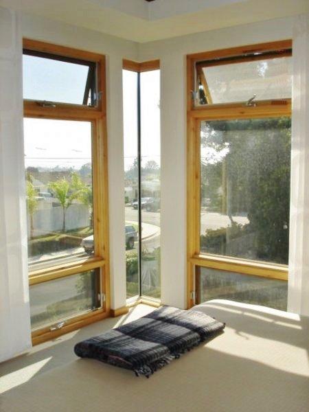 Glass Corner With Ventilation