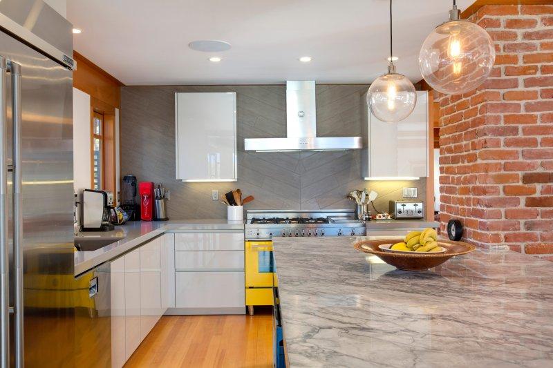 Streamline Style In Modern Kitchen