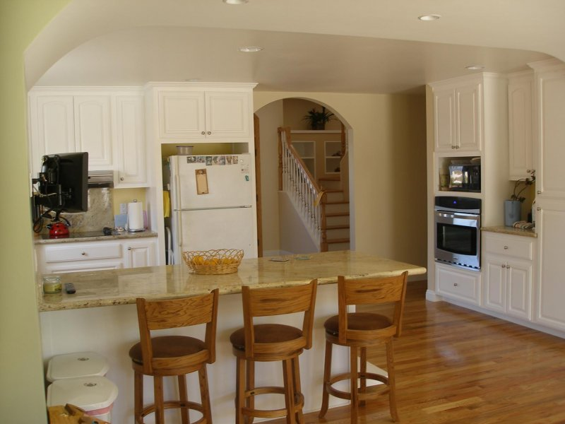 Traditional Kitchen Cabinets & Oak Floor